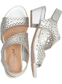 Cut Out Touch Close Heel
